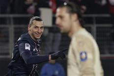 <p>Les joueurs du Paris Saint-Germain ont écrasé 4-0 mardi Valenciennes en match de Ligue 1, grâce notamment à triplé de Zlatan Ibrahimovic. /Photo prise le 11 décembre 2012/REUTERS/Pascal Rossignol</p>