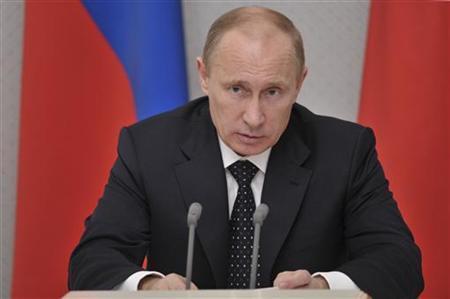 Russian President Vladimir Putin chairs a meeting on the budgets of Russian regions at the Bocharov Ruchei state residence in Sochi December 4, 2012. REUTERS/Aleksey Nikolskyi/RIA Novosti/Pool