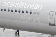 <p>La compagnie aérienne scandinave SAS prévoit de dégager un bénéfice annuel lors de l'exercice en cours, grâce au plan de réduction des coûts conclu le mois dernier avec les syndicats pour assurer la survie du groupe. /Photo d'archives/REUTERS/Johan Nilsson/Scanpix</p>