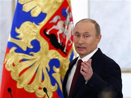 Russia's President Vladimir Putin gestures as he walks in before making his annual state of the nation address at the Kremlin in Moscow December 12, 2012. REUTERS/Grigory Dukor