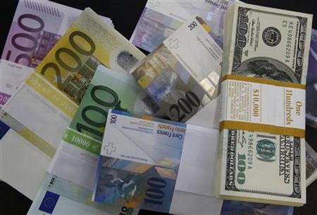 Stacks of Swiss franc, Euro and U.S. dollar banknotes are displayed in a bank in Bern August 15, 2011. REUTERS/Pascal Lauener