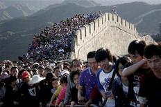 Tourists gather on the Great Wall outside Beijing, October 3, 2012. REUTERS/Stringer