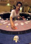 <p>L'exploitant de casinos Groupe Partouche a fait état mercredi d'un net repli de son chiffre d'affaires pour son exercice 2011-2012, le léger redressement constaté au quatrième trimestre n'ayant pas suffi à compenser deux trimestres précédents très moroses. /Photo d'archives/REUTERS/Robert Pratta</p>