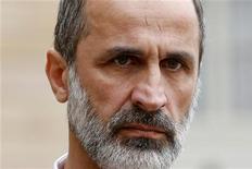 O novo líder da oposição síria, Mouaz al-Khatib, após reunião com o presidente da França, no Palácio do Eliseu, em Paris. O povo sírio não precisa mais da intervenção de forças internacionais porque agora os rebeldes já estão se encaminhando para tomar o centro da capital, Damasco, para derrubar o presidente Bashar al-Assad, disse o novo líder da oposição da Síria, Mouaz al-Khatib, em entrevista à Reuters. Foto de Arquivo. 17/11/2012 REUTERS/Benoit Tessier