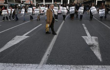 Employees of Greece's biggest pension fund IKA-ETAM protest against their imminent laying off, in Athens December 7, 2012. REUTERS/John Kolesidis