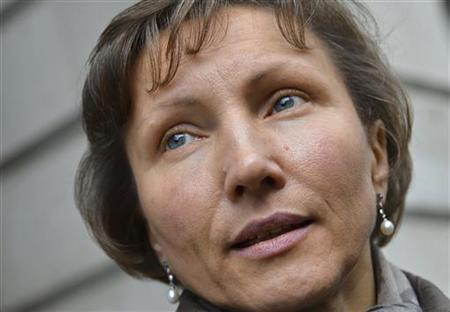 Marina Litvinenko leaves a hearing into the death of her husband, Alexander Litvinenko, in London November 2, 2012. REUTERS/Toby Melville/Files