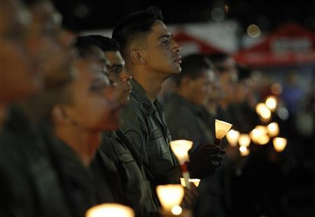 Military personnel attend a mass to pray for Venezuela's President Hugo Chavez in Caracas, December 13, 2012. REUTERS/Carlos Garcia Rawlins