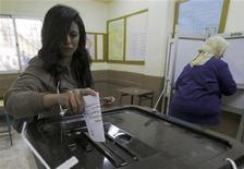 Egípcios vão às urnas neste sábado para decidir se aprovam o texto da nova Constituição do país. 15/12/2012 REUTERS/Amr Abdallah Dalsh