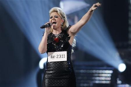 U.S. pop star Kelly Clarkson announces engagement