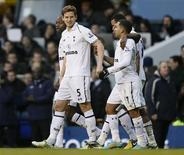 Jan Vertonghen marcou o gol da vitória do Tottenham contra o Swansea, colocando o time entre os quatro primeiros colocados no Campeonato Inglês. 16/12/2012. REUTERS/Stefan Wermuth