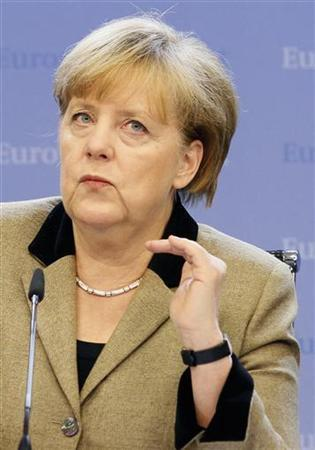 Germany's Chancellor Angela Merkel holds a news conference at the end of a European Union leaders summit, in Brussels December 14, 2012. European leaders agreed on Friday to press on with further steps to tackle their debt crisis but German Chancellor Angela Merkel threw out a proposal to boost risk-sharing with a fund to help euro zone states in trouble. REUTERS/Sebastien Pirlet (BELGIUM - Tags: POLITICS BUSINESS)