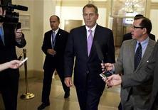 Presidente republicano da Câmara dos Deputados, John Boehner, caminha para seu escritório no Capitólio após reunião com presidente Barack Obama, na Casa Branca. 17/12/2012 REUTERS/Joshua Roberts