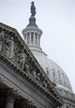 The U.S. Capitol Building stands in Washington December 17, 2012. REUTERS/Joshua Roberts (UNITED STATES - Tags: POLITICS BUSINESS)