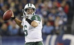 New York Jets' quarterback Mark Sanchez (6) passes in the first half of their NFL Monday Night football game against the Tennessee Titans in Nashville, Tennessee, December 17, 2012. REUTERS/Harrison McClary