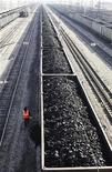 Вагоны с углем на станции города Заозерный под Красноярском 22 сентября 2009 года. Один из крупнейших в РФ железнодорожных операторов Глобалтранс договорился о покупке оператора ММК-Транс у Магнитогорского металлургического комбината (ММК) и собственных менеджеров, сообщил Глобалтранс в среду. REUTERS/Ilya Naymushin