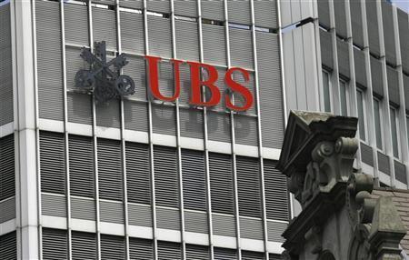 The logo of Swiss bank UBS is seen on a building in Zurich July 8, 2008. REUTERS/Arnd Wiegmann/Files