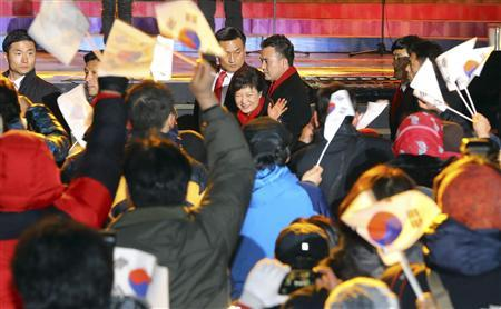 Winner of South Korea's presidential election Park Geun-hye waves to her supporters at a rally in Seoul December 19, 2012. The daughter of a former military ruler won South Korea's presidential election on Wednesday and will become the country's first female leader, saying she would work to heal a divided society. REUTERS/Lee Sang-Hak/Yonhap