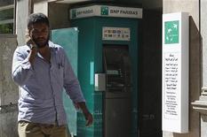 Agence BNP Paribas, au Caire. Le groupe bancaire français a signé un accord définitif portant sur la cession de la totalité de sa participation dans BNP Paribas Egypt à Emirates NBD pour un montant total qui se monterait à 500 millions de dollars. /Photo prise le 3 septembre 2012/REUTERS/Asmaa Waguih