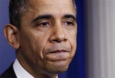 """Президент США Барак Обама на пресс-конференции о """"бюджетном обрыве"""" в Вашингтоне 19 декабря 2012 года. Конфликт из-за застопорившихся переговоров о """"бюджетном обрыве"""" в США разгорается все больше - ожидается, что в четверг действие впервые переместится в Палату представителей США. REUTERS/Yuri Gripas"""