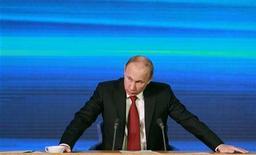 Presidente russo, Vladimir Putin, fala durante coletiva de imprensa anual, em Moscou. Putin disse na quinta-feira que uma nova lei dos EUA que pune russos responsáveis por abusos aos direitos humanos está envenenando as relações bilaterais. 20/12/2012 REUTERS/Maxim Shemetov