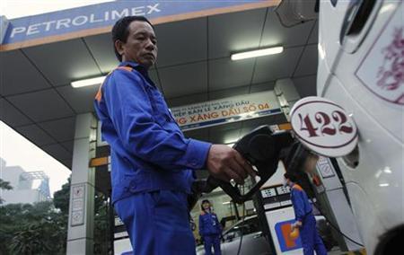 World spare oil capacity up, stocks drop - EIA Iran report