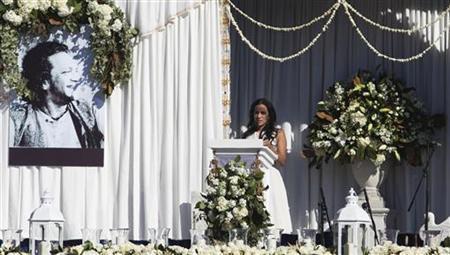 Daughter Anoushka Shankar speaks at memorial services for sitar legend Ravi Shankar in Encinitas, California December 20, 2012. Shankar died December 11 at the age of 92. REUTERS/Sam Hodgson
