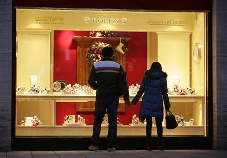 A couple looks into a shop window of a jeweller in the city centre of Frankfurt December 18, 2012. REUTERS/Lisi Niesner
