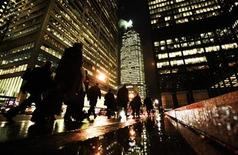 People walk down Bay St in the heart of the financial district in downtown Toronto December 7, 2009. REUTERS/Mark Blinch