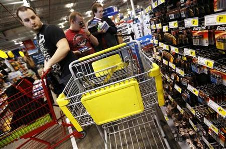 An empty shopping cart is seen as people wait in line at the Best Buy electronics store in Westbury, New York November 23, 2012. REUTERS/Shannon Stapleton