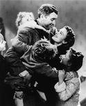 """Архивный кадр из фильма 1946 года """"Эта замечательная жизнь"""" с актерами Джимми Стюартом и Донной Рид. Американский фильм """"Эта замечательная жизнь"""" и спустя почти 70 лет после выхода на экраны способен растопить сердца критиков, свидетельствуют результаты исследования на сайте Rotten Tomatoes по определению лучших рождественских фильмов. REUTERS/Handout"""