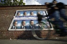 Le trésorier de la campagne présidentielle de Nicolas Sarkozy conteste le rejet de ses comptes par une commission nationale chargée de les contrôler, et a annoncé qu'il ferait appel de cette décision devant le Conseil constitutionnel. /Photo prise le 14 avril 2012/REUTERS/Pascal Rossignol