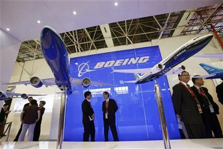 Visitors chat in front of models of the 777-300ER (L) and 737-8 MAX passenger planes, with a scale of 1:40, at the Boeing booth on the first day of the China International Aviation & Aerospace Exhibition in the southern Chinese city of Zhuhai November 13, 2012. REUTERS/Bobby Yip (CHINA - Tags: TRANSPORT BUSINESS)