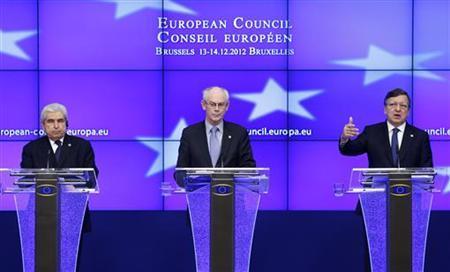 (L-R) Cyprus' President Demetris Christofias, European Council President Herman Van Rompuy and European Commission President Jose Manuel Barroso address a joint news conference after a European Union leaders summit in Brussels December 14, 2012. REUTERS/Francois Lenoir (BELGIUM - Tags: POLITICS BUSINESS)