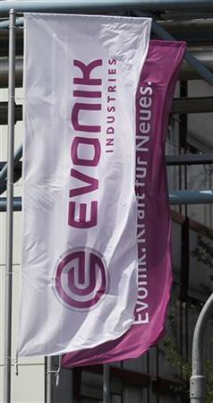 Flags of German chemical company Evonik Industries flutter in the wind at a factory in Darmstadt June 18, 2012. REUTERS/Alex Domanski (GERMANY - Tags: BUSINESS SCIENCE TECHNOLOGY)