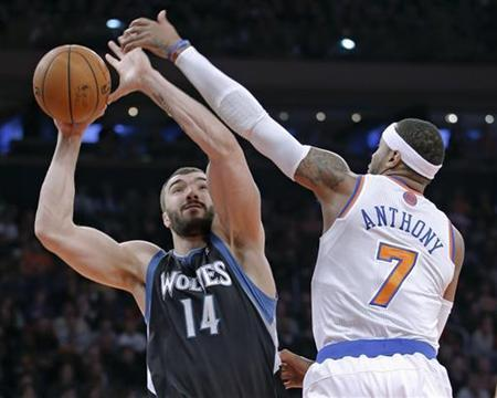 Minnesota Timberwolves center Nikola Pekovic (14) shoots past New York Knicks forward Carmelo Anthony (7) in the first quarter of their NBA basketball game at Madison Square Garden in New York, December 23, 2012. REUTERS/Ray Stubblebine