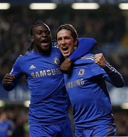 Chelsea's Fernando Torres (R) celebrates his goal against Aston Villa with teammate Victor Moses during their English Premier League soccer match at Stamford Bridge in London December 23, 2012. REUTERS/Eddie Keogh