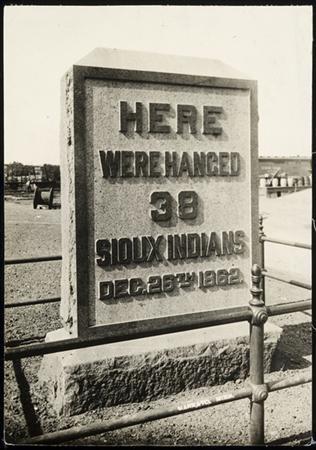 Dakota Indians mark hangings of 1862 with trek on horseback