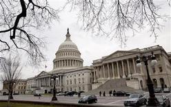 """El Capitolio estadounidense en Washington, dic 21 2012. El presidente de Estados Unidos, Barack Obama, regresará a Washington el jueves para realizar un último esfuerzo que permita alcanzar un acuerdo con el Congreso para evitar, o al menos retrasar, el denominado """"abismo fiscal"""". REUTERS/Joshua Roberts"""