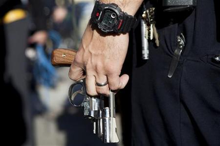 A San Diego police officer carries a Smith and Wesson revolver during a gun buy-back December 21, 2012 in San Diego, California. REUTERS/Sam Hodgson