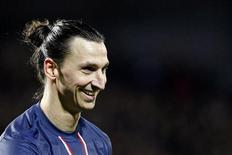 Zlatan Ibrahimovic, capitaine de l'équipe de football suédoise et attaquant vedette du Paris Saint-Germain, a fait son entrée dans le dictionnaire de sa Suède natale. /Photo prise le 21 décembre 2012/REUTERS/Stéphane Mahé