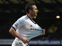 Le milieu de terrain Frank Lampard, 34 ans, a offert dimanche la victoire à Chelsea en inscrivant un doublé contre Everton (2-1) et prouvé au passage qu'il pouvait toujours se rendre utile aux Londoniens, troisièmes de Premier League. /Photo prise le 30 décembre 2012/REUTERS/Phil Noble