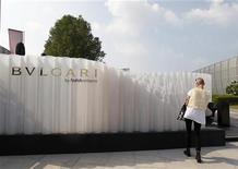 Pavillon Bulgari à la Foire d'Abou Dhabi. Selon le quotidien italien Corriere della Sera, la police italienne a mené une perquisition chez le joaillier Bulgari, propriété du groupe LVMH, qu'il soupçonne d'avoir dissimulé environ 70 millions d'euros de revenus imposables. /Photo prise le 7 novembre 2012/REUTERS/Jumana ElHeloueh