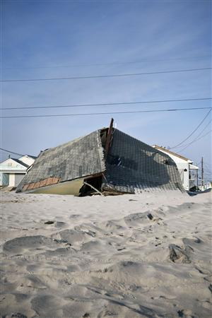 A destroyed ocean-front home is seen in the Ortley Beach area of Toms River, NJ, November 29, 2012. REUTERS/Andrew Burton