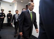 """Le président de la chambre des Représentants, le républicain John Boehner. Les républicains ont tenu mardi une réunion à huis-clos qui a duré plus de deux heures et s'est terminée sans que l'on sache quand la Chambre des représentants comptait examiner le texte sur le """"mur budgétaire"""" voté au Sénat et si elle allait y apporter des changements. Le chef de file des républicains à la Chambre américaine des représentants, Eric Cantor, a néanmoins déclaré qu'il n'était pas favorable au compromis trouvé. /Phoot prise le 1er janvier 2013/REUTERS/Joshua Roberts"""