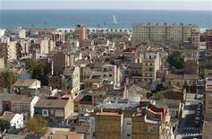 A Valence. Les prix des logements neufs en Espagne ont subi en 2012 leur cinquième année consécutive de baisse pour retomber à leurs plus bas niveaux depuis le début 2003, selon Sociedad de Tasacion, une association spécialisée dans l'immobilier. /Photo d'archives/REUTERS/Heino Kalis