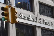 L'accord conclu entre le Congrès et la Maison blanche n'aura aucun impact sur la perspective de la note souveraine américaine mais le risque de récession s'est atténué, a dit mercredi l'agence de notation Standard & Poor's. /Photo prise le 3 aouût 2012/REUTERS/Charles Platiau