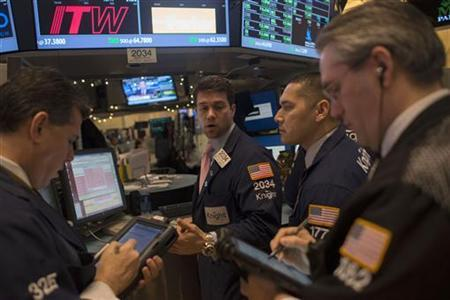 Traders work on the floor of the New York Stock Exchange in New York, January 2, 2013. Stocks soared on the first day of trading in 2013 after lawmakers agreed a deal to avoid massive tax hikes and spending cuts that had threatened to hurt economic growth. REUTERS/Keith Bedford (UNITED STATES - Tags: BUSINESS)
