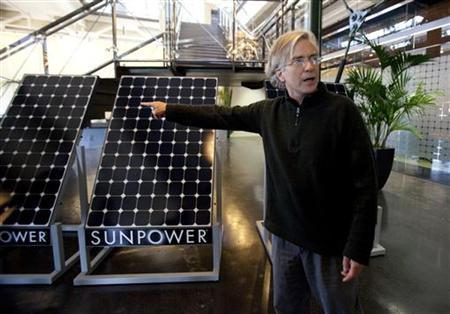 SunPower Corporation founder Tom Dinwoodie takes questions from the media at the company's office in Richmond, California March 18, 2010. SunPower is a San Jose, California-based maker of high-efficiency solar panels. REUTERS/Kim White (UNITED STATES - Tags: SCI TECH BUSINESS ENVIRONMENT ENERGY)