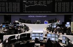 Trader al lavoro alla Borsa di Francoforte. REUTERS/Remote/Joachim Herrmann