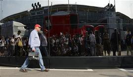 Former Austrian Formula One World Champion Niki Lauda walks in the paddock after the Italian F1 Grand Prix at the Monza circuit September 9, 2012. REUTERS/Giorgio Perottino